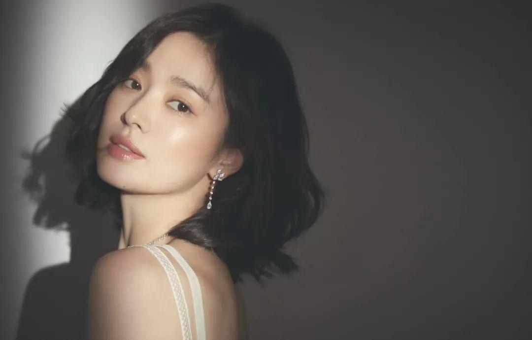 宋慧乔被爆离婚后首现身:把爱情当唯一的女人,都输了