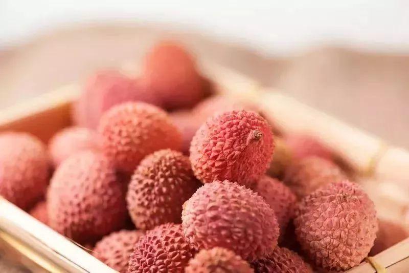 """夏天最养人的7种水果,吃错反伤身!尤其第一种,吃不对秒变""""毒果"""""""