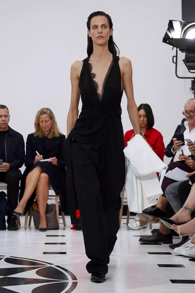 蕾丝吊带+阔腿裤,贝嫂说下一季这么穿最时髦!