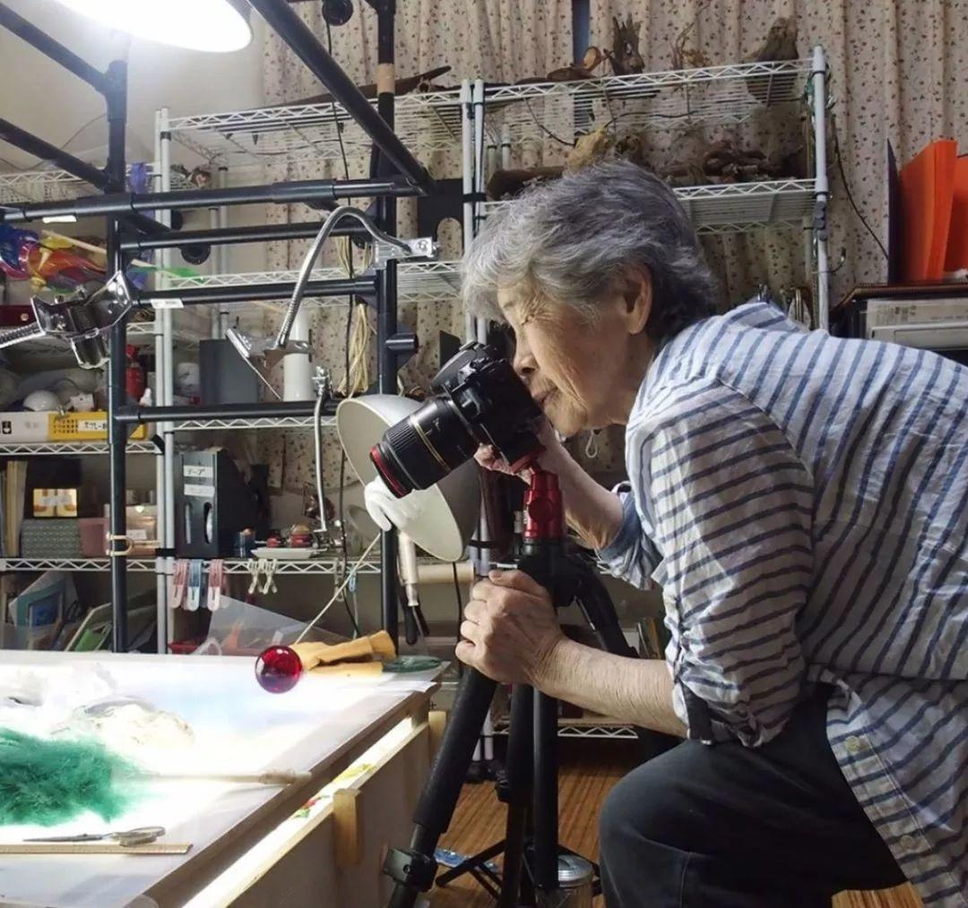 """74岁成P图大神,90岁竟靠""""碰瓷""""成网红:一个人衰老的开始,是不再有趣"""