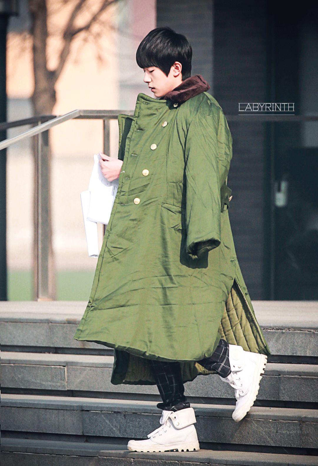 凭什么|何穗、刘德华、易烊千玺可以把军大衣穿得这么时髦?